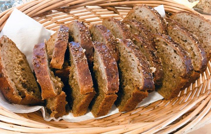 Utmerket brød kan lages av mel fra gamle kornsorter dyrket i Nord-Trøndelag. Foto: Anita Land