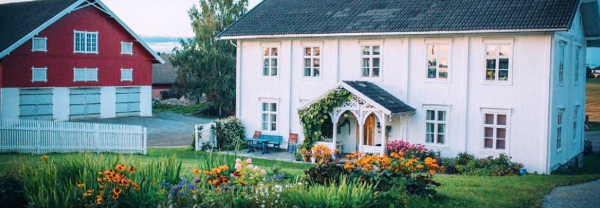 EN AV NORGES STØRSTE: Fokhol Gård eies av en stiftelse. På gården drives det biodynamisk landbruk i stor skala, i tillegg til forsknings- og utviklingsarbeid . Foto: Fokhol Gård
