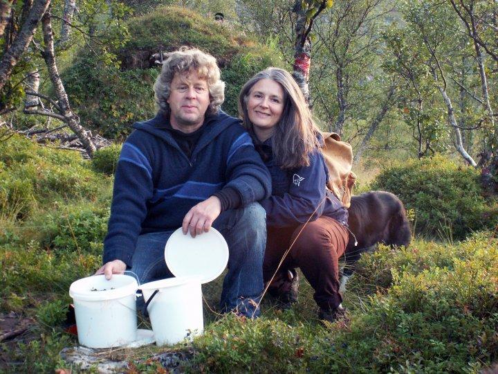 Maia Daljord Og Roger Endresen på Marthahaugen Gård. Foto: Maian Daljord