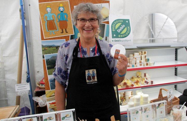 De kreative forbrukerne liker osten til Othild Tjugen på Derinngarden. Foto: Anita Land