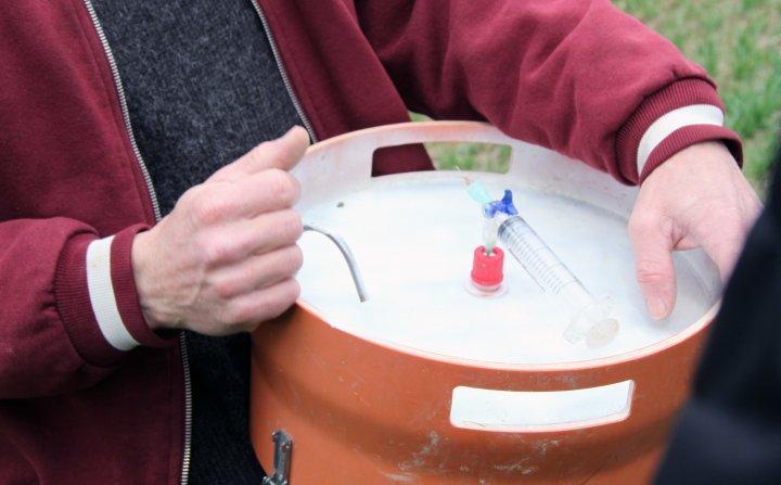 Utstyr til måling av lystgass. Foto: Anita Land