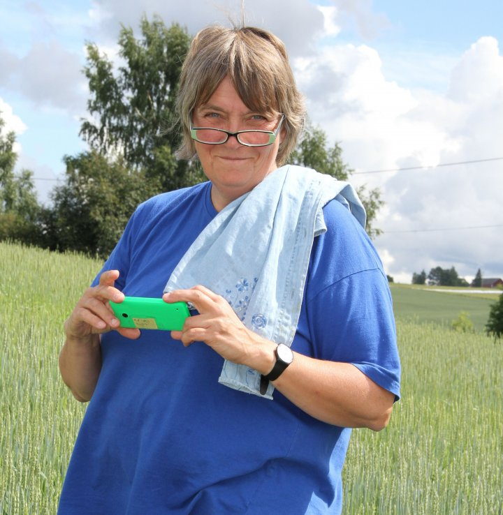 – Å dyrke både moderne og gamle kornsorter vil gi enda mer mangfold, både for smak og ernæring, sier forsker Anne-Kristin Løes. Foto: Eva Pauline Hedegart