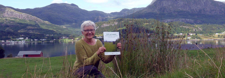 – Me voner denne artikkelsamlinga vil sette bøndene i stand til å velje eigne strategiar i kampen mot siv som ugras, seier forskar Liv Østrem i NIBIO. Foto: Erling Fløystad