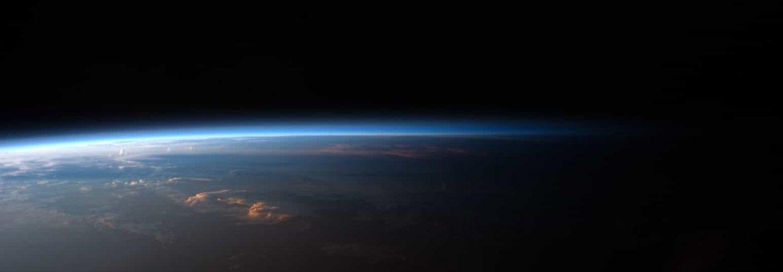 KLIMA: Jordas atmosfære sett fra verdensrommet. Foto: NASA CC BY NC 2.0