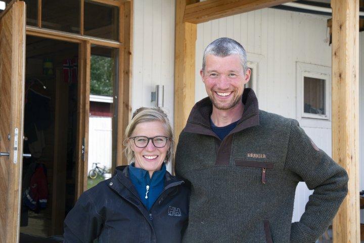 Anders Lerberg Kopstad og Mari Sandsund er fornøyde med at flere av målene de satte seg da de startet opp på Toreshaugen nå er synlige i praksis. Foto: Anita Land