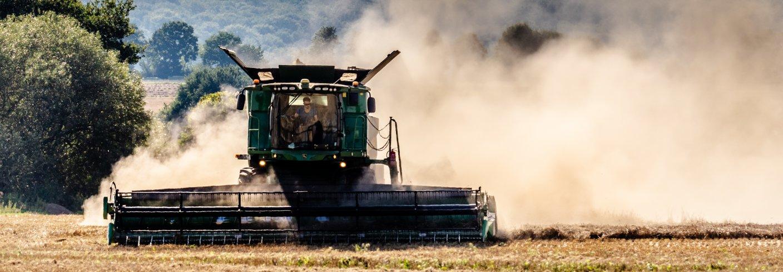 Skurtresker under høsting. Foto: Ermell