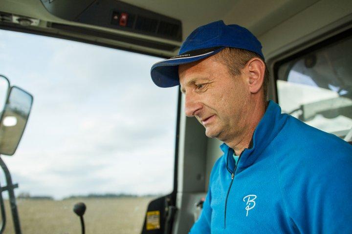 Kjersti og Kristian Narum har deltatt i økologiske korndyrkingskonkurranser to år på rad, og havnet på toppen av seierspallen like mange ganger. Foto: Morten Berntsen